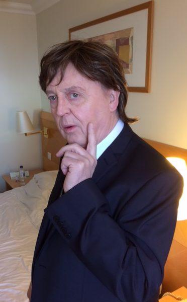Paul McCartney lookalike in Russian Sitcom